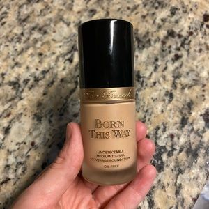 Too Faced Born This Way Foundation - Snow